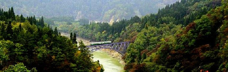 Tadami Line that runs through picturesque scenery seen from viewing spots
