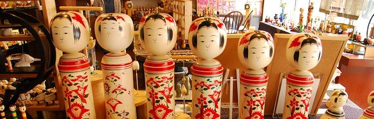 See charming Naruko kokeshi dolls at the Hot Spring Resort