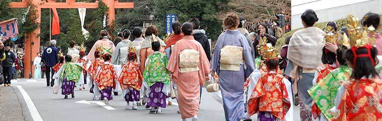 The Kasuga Wakamiya On-Matsuri is held at Wakamiya Shrine, an auxiliary site of Kasuga Grand Shrine. It is a grand festival, held to pray for bountiful crops and comfortable lives. Presently the event begins in July, and the main ritual is held from December 15th through 18th.