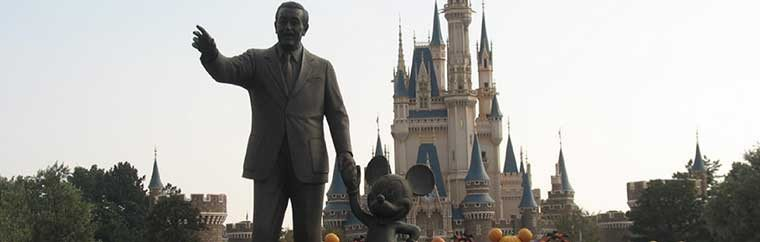"Tokyo Disneyland is a theme park based on works like Mickey Mouse by the American animator Walt Disney. The park first opened in 1983. Also known as ""The Land of Dreams,"" Tokyo Disneyland is a magical place where both children and adults explore while wearing Mickey Mouse ears, and it is almost as if the adults can reexperience childhood! (Accessories such as Mickey Mouse ears can be purchased at stores in the park.)"