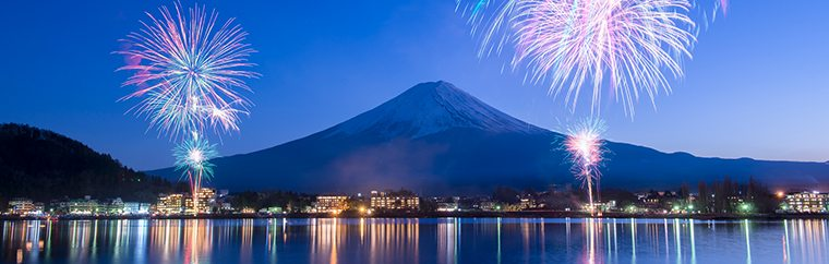 Lake Kawaguchi hosts a winter fireworks show every year. The sky is clearer during the winter than in the summer, so the enhanced beauty of the fireworks makes the Lake Kawaguchi show particularly popular.