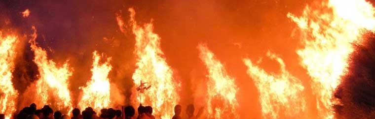 This fire festival has a history of around 800 years. It is held to pray for good health and avoidance of illness.