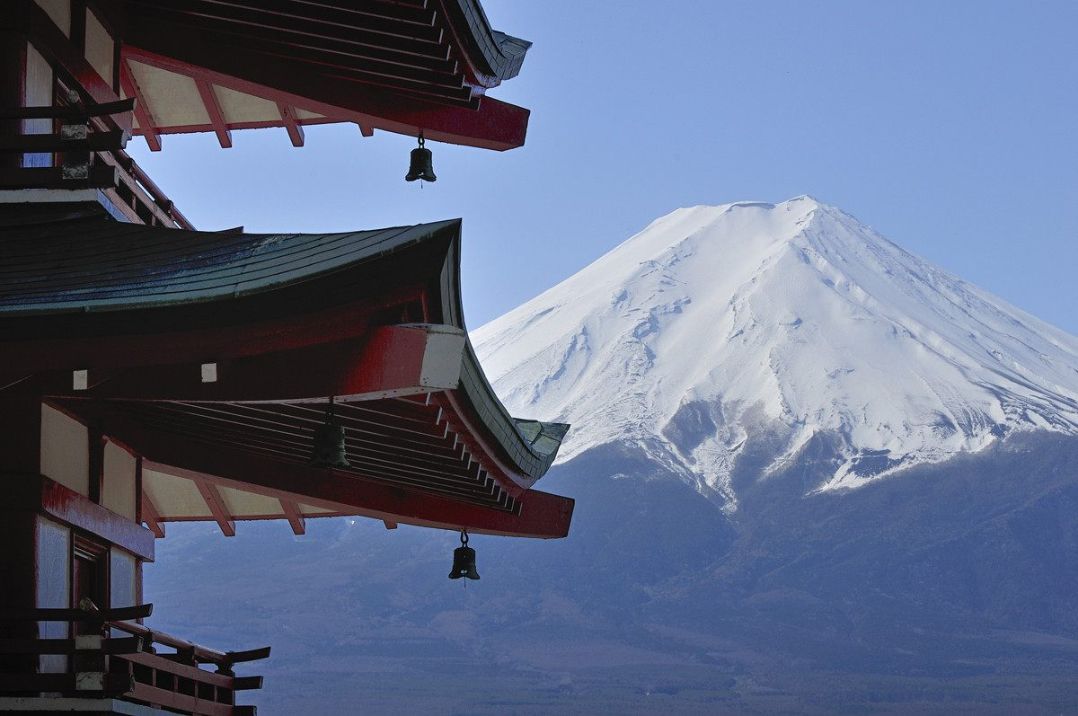The Breathtaking Beauty of the Five-Storied Pagoda and Mount Fuji
