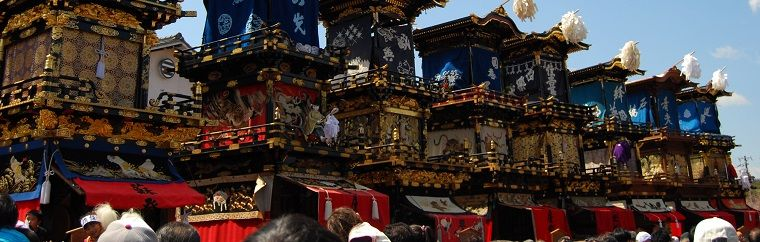 The Inuyama Festival is a religious celebration held at Haritsuna Shrine. It was first held in 1635. 13 enormous antique floats, standing up to 3 stories tall, navigate their way through the streets during this festival. Mechanical doll performances also take place to the beat of music set by flutes and taiko drums.