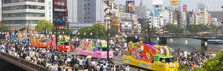Hakata Dontaku is a large festival, visited by over 2 million people, that is held annually on May 3rd and 4th. Events and parades are held at over 30 areas throughout the city, and many residents dress up and parade around with shamisen, taiko drums, and rice paddles.