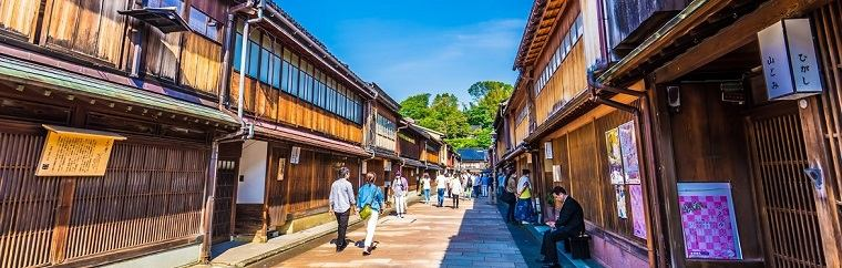 Enjoy an authentic Japanese experience in Kanazawa. ~ Higashi tea house district and Kazuemachi tea house district~
