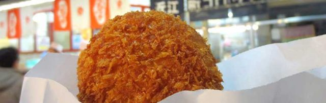 Ishikawa Prefecture – Walking and Eating at Omi-cho Market! ~Omi-cho's Croquettes and Raw Oysters~