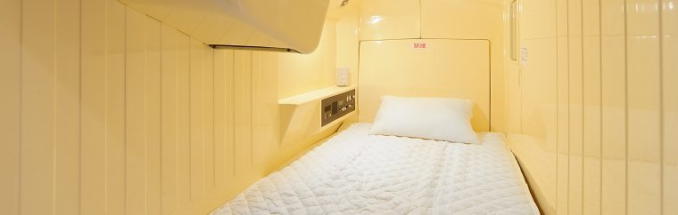 "This time, we will be introducing a capsule hotel-style hostel in Tokyo called ""Oak Hostel Cabin."" Taking a train from the station nearest to the hostel, Kayabacho Station, you can reach Tokyo Station in 10 minutes, Roppongi Station in 15 minutes, and Shinjuku Station in around 30 minutes. This makes Oak Hostel Cabin's location very convenient for both sightseeing and business!"