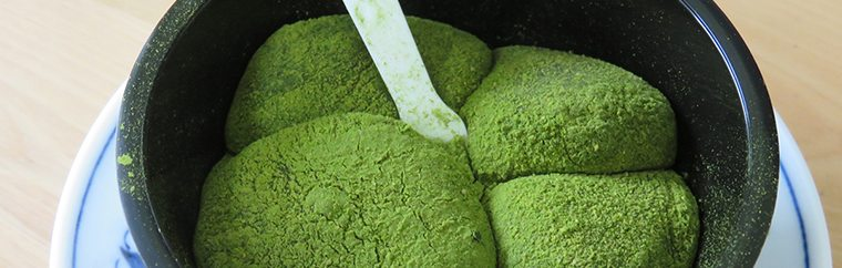 "Get ready for the latest info on popular sweets available at your local conbini (the official Japanese abbreviation for convenience store)! The writer taste-tests and reviews new conbini sweets, letting us know which ones are the most note-worthy. This time the writer reviews Seven Eleven's ""Uji Matcha Warabi Mochi"", a new dessert released on the 12th of July 2017."