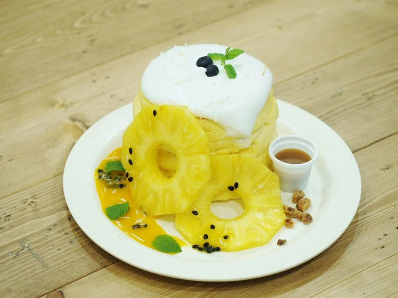 Custard and Tropical Fruit Pancakes (3 cakes) 1480 yen (tax excl.)