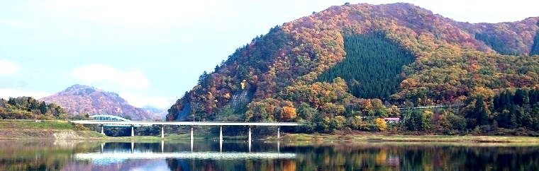 A Fall Foliage Viewing Spot in Iwate: Kinshu Lake, a Must-Visit Spot Where Fall Waters Merge into the Sky