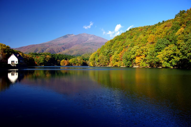 The background is Mount Fubo, a famous mountain to the south of Mount Zao