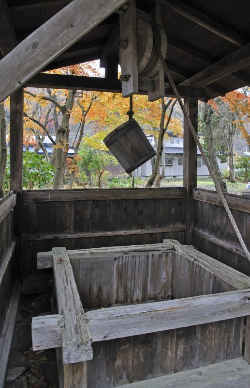 Iwahashi House with a well and fall foliage