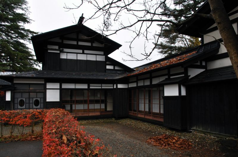 Fall colors of the courtyard of the Nishinomiya House