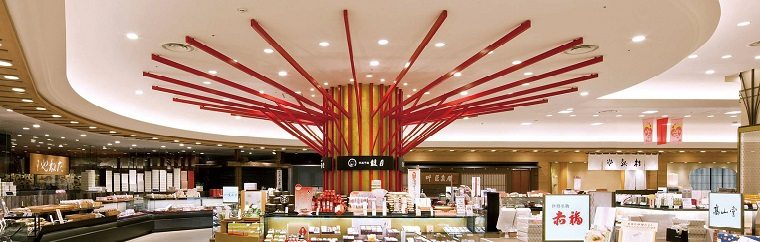 "What are the Featured Autumn Products at Osaka's Trend Hub, ""Hankyu Department Store Umeda Main Store""?"