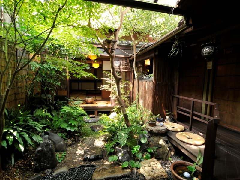 beautiful Courtyard with Pure Japanese Style
