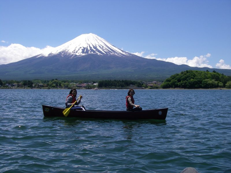 Enjoy the Freeing Experience of Canoeing with Beautiful Mt. Fuji as a Backdrop