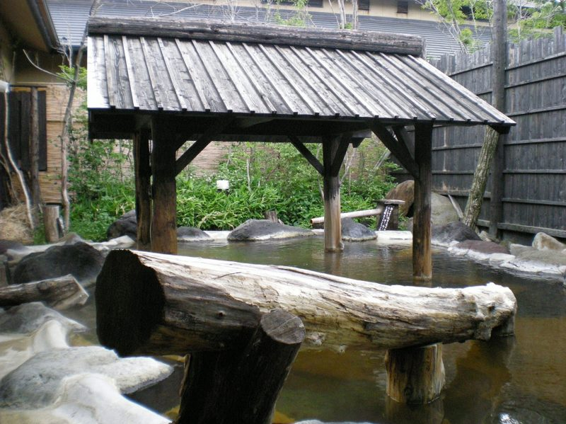 The outdoor bath, surrounded by natural rocks and wood