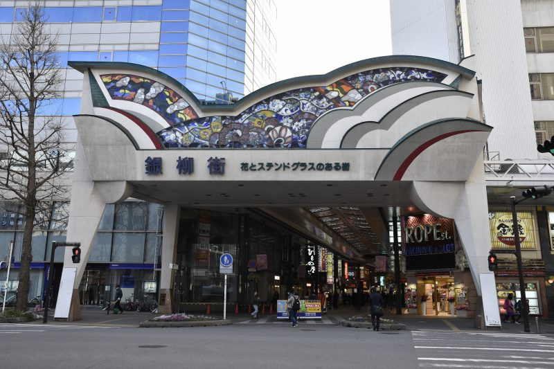 Kawasaki Ginyu Shopping Street boasts a 15-meter stained glass entrance!