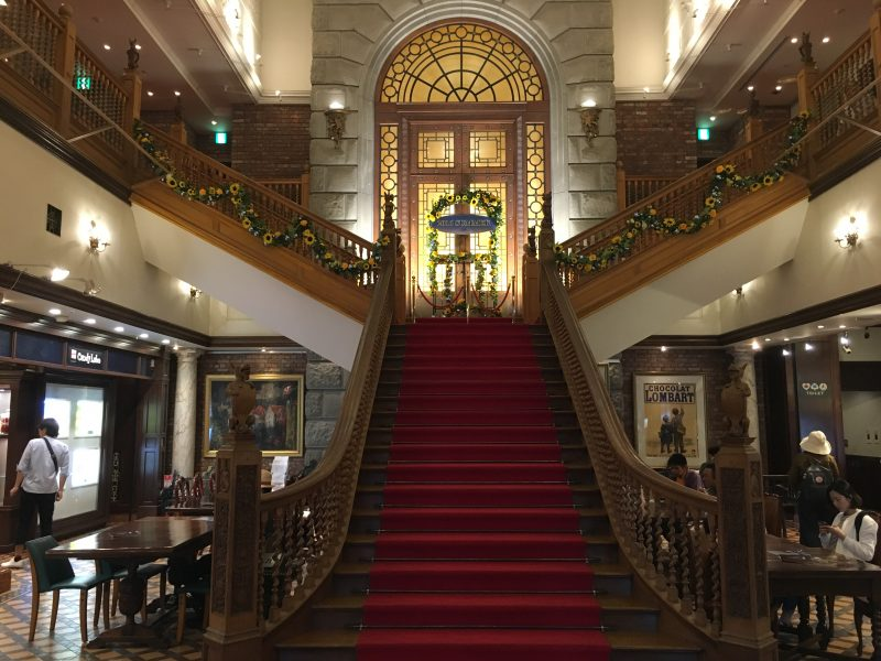 With its red carpet,the stairway is impressive.