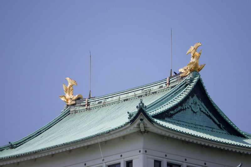 Two golden dolphins shining atop the roof of Nagoya Castle