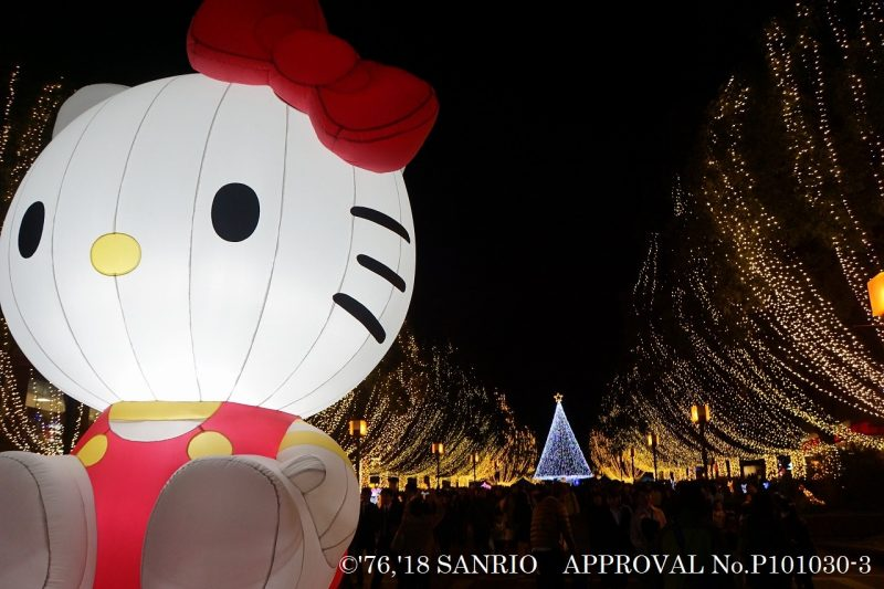 A huge 3.5-meter-tall Hello Kitty greets you outside of the station!