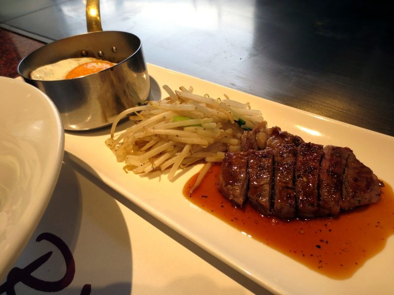 Diced Steak and Nikomi Hamburger Steak Lunch (1100 yen)