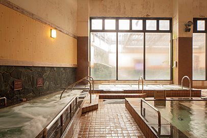 Soak away your tiredness in the roomy public baths